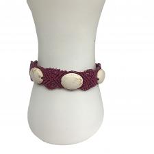 Roosakaslilla käevõru ovaalsete valgete india pärlitega, mikromakramee käsitöö
