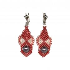 Roosad kõrvarõngad Ohridi pärlitega, mikromakramee käsitöö